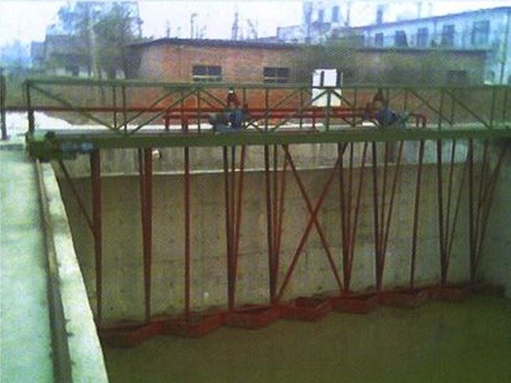 桁车式刮泥机的消菌系统...